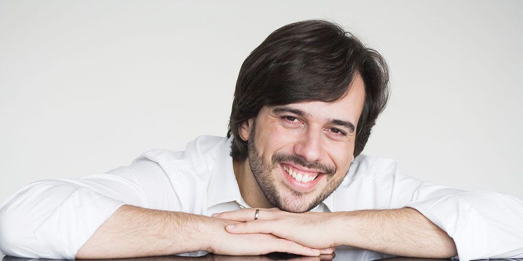 Iván Martín dirige y actúa en su debut con la OEX